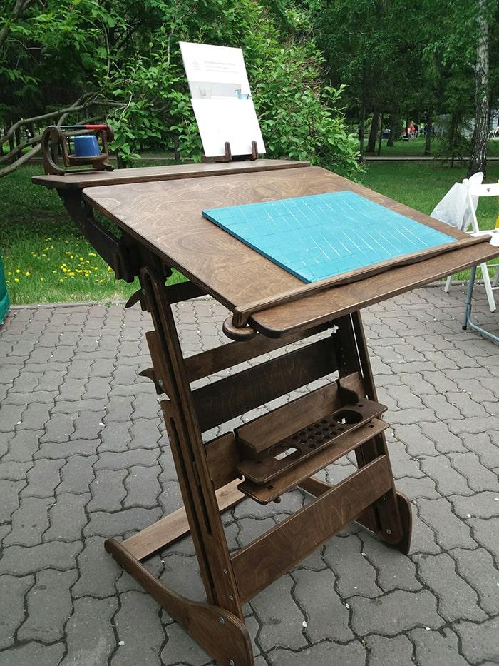 Парты-конторки для учебы и работы стоя